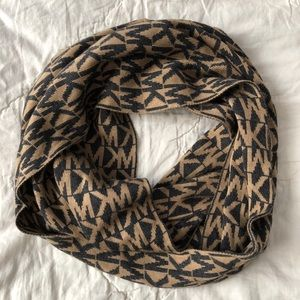 MK infinity/wrap scarf